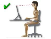 Postura de trabajo correcta frente a un portatil
